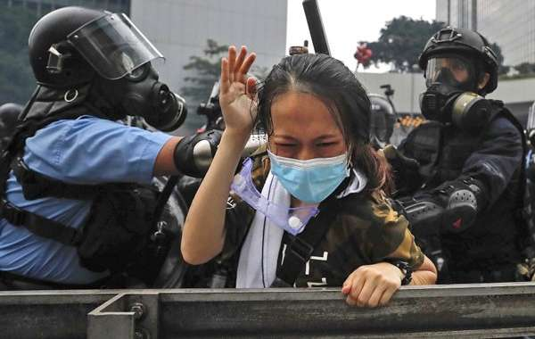 Police brutality by Hong Kong police towards protestors