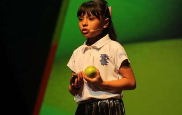 8-Year-Old Mexican Girl, Who Was Bullied and Labeled 'Weird,' Has Higher IQ Than Einstein