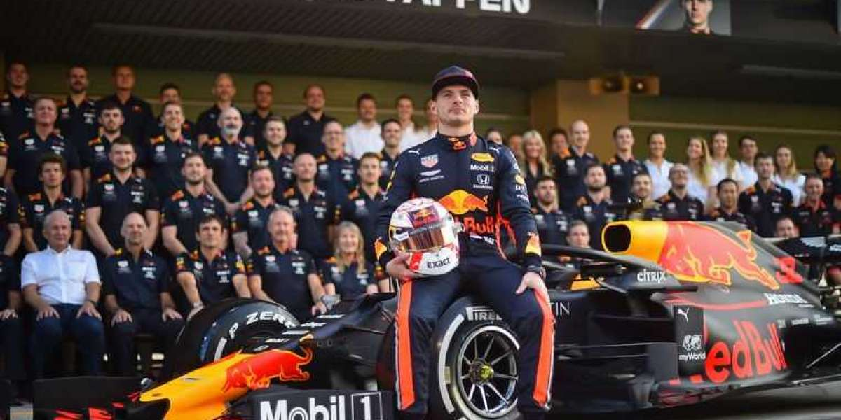 Max Verstappen extends contract with Red Bull to end 2023